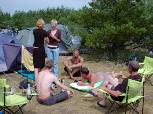 Charlotte Carina Thomas Jimmi og Stig snakker over øl
