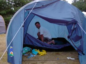 Jimmi pakker telt